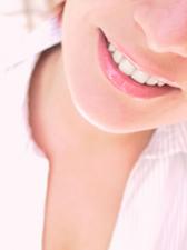 Un bel sorriso non si crea mai per caso!  c'e' l'implantologia...